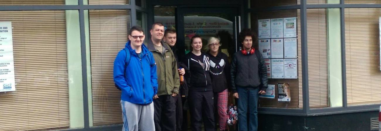 image of transisiton support worker dan short along with some young adault carers infront of inverclyde carers centre building